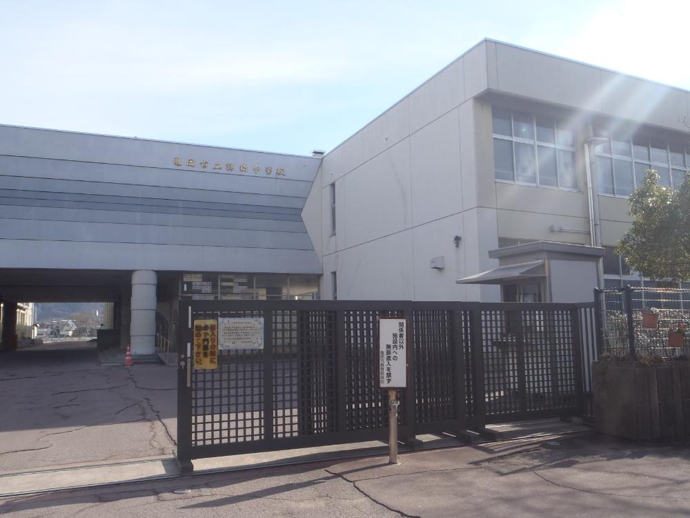 亀岡市立詳徳中学校